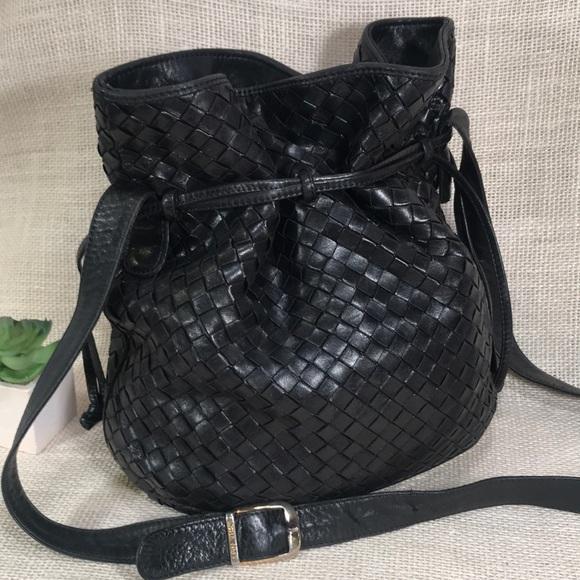 322cf3ed2f05 Bottega Veneta Handbags - Vintage BOTTEGA VENETA Woven Drawstring Bucket Bag